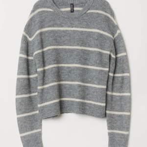 Super fin stickad tröja från hm, i storlek xs. Nypris:199kr HÖGSTA BUD: 50kr