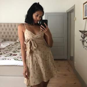 •Supersöt klänning köpt utomlands •Passar XS •Gott skick