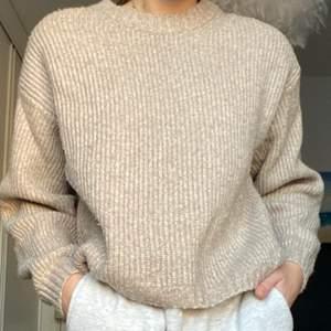 Jättefin stickad tröja som passar till allt😊storlek s köpt för 299kr