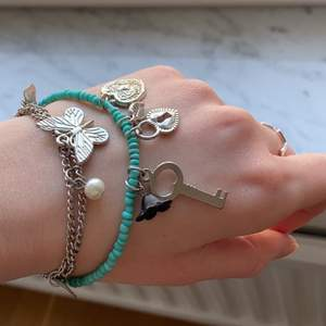 Fint armband med olika berlocker! 💕