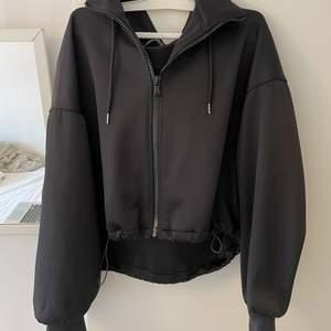 Köpt från Zara i nyskick storlek L funkar även till M pris 200kr