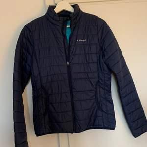 Everest blå vår jacka upphittad i garderoben efter långt tid att den har stått där, köpte för länge sen och är i bra skick
