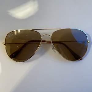 solglasögon i pilotmodell. obs inte äkta!! skicka dm vid funderingar:)🥰🥰