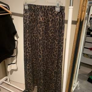 Leo kjol från Zara i bra skick