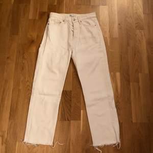 Vita jeans från Zara. Storlek 36