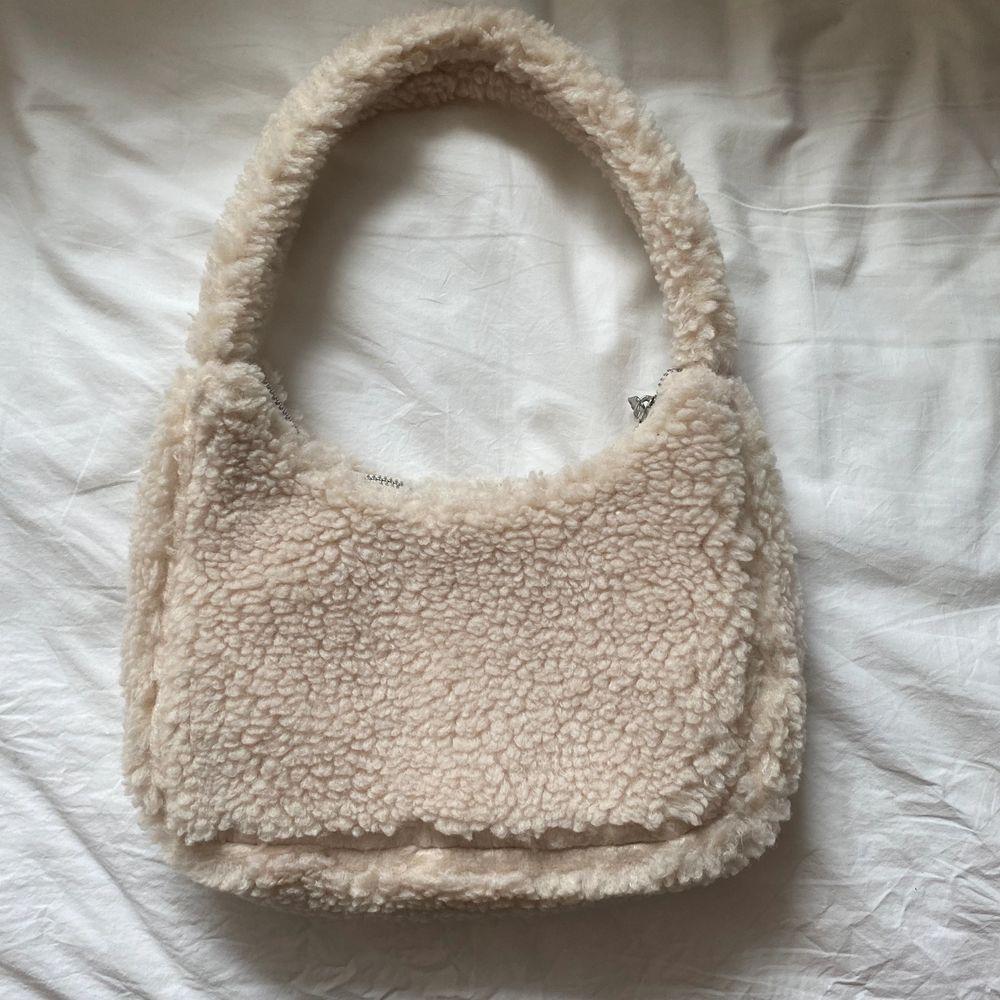 Teddy väska, endast använd en gång!💕. Accessoarer.