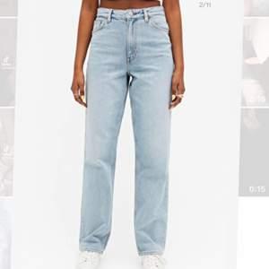 säljer dessa snygga straight leg jeansen får monki, modellen taiki high waist straight leg. Helt nya, aldrig använda!!