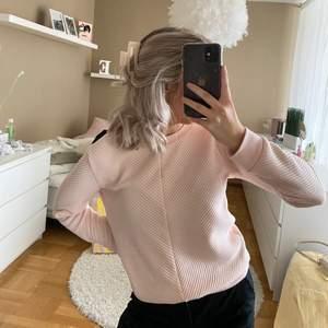 Rosa tröja i storlek S 💕 sitter bra och få gånger använd.