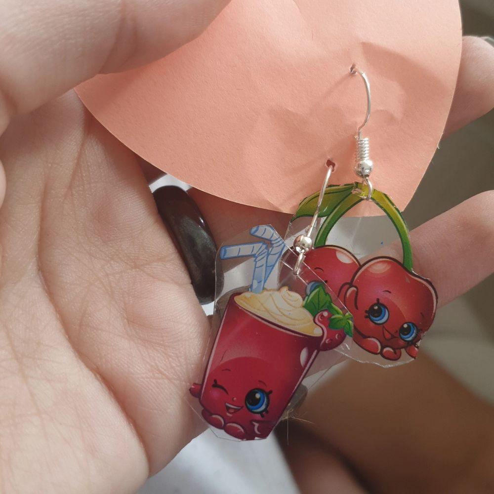 Hemmagjorda örhängen i bra skick. Väldigt söta. . Accessoarer.