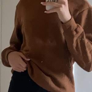 Sweatshirt från hm! Aldrig använd, säljer p.g.a att jag inte passar i färgen🌸