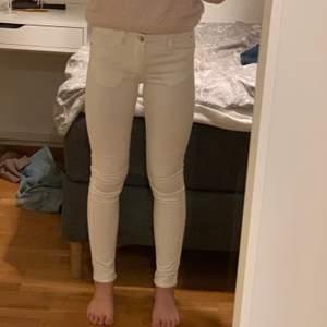Helt oanvända jeans, mycket fint skick. Hör av dig vid intresse. Pris går att diskutera