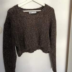 Brun tröja från zara i storlek s 🐻🤍 knappt använd , frakt ingår i priset !!