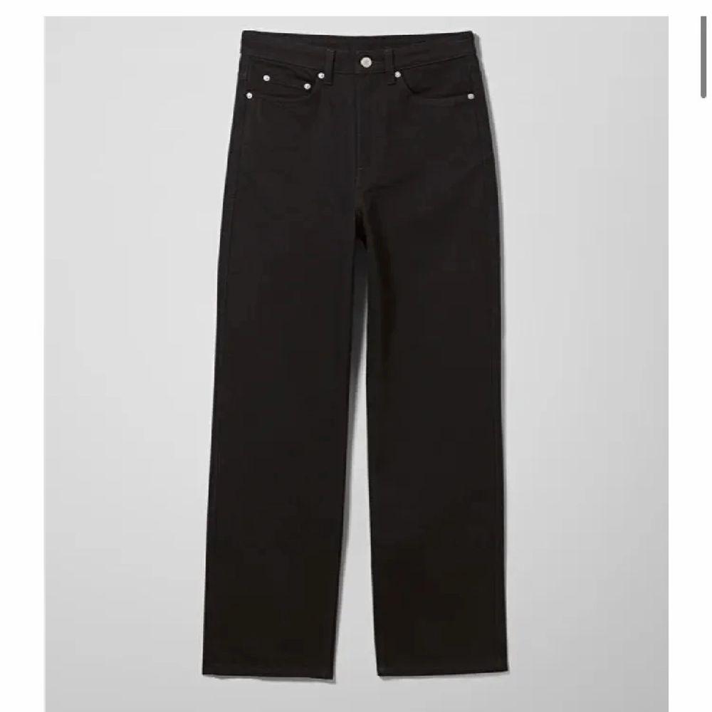 Säljer dessa raka jeans från weekday i storlek 26/32. Får tyvärr inte användning för de, letar efter ett par liknande🥰 Du står för frakt💗💗kan diskutera pris. Jeans & Byxor.