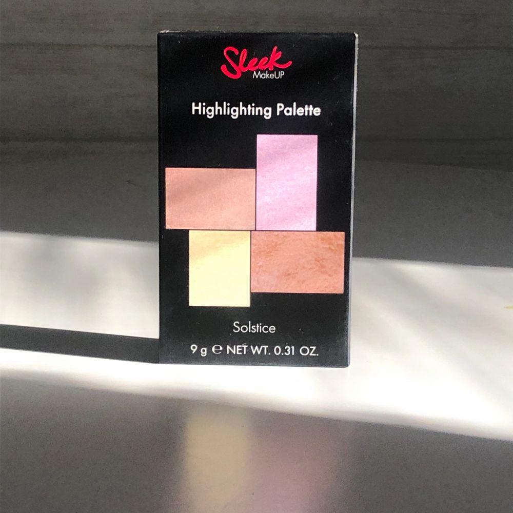 """Oanvänd och oöppnad sleek highlight palette i färgen """"Solstice"""". Köpt för 140kr:). Övrigt."""