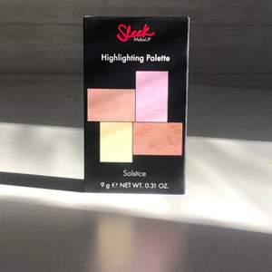 """Oanvänd och oöppnad sleek highlight palette i färgen """"Solstice"""". Köpt för 140kr:)"""
