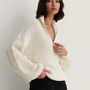 Nakd stickad naturvit tröja. Slutsåld i alla storlekar, den jag har är i storlek XS. Bara testad aldrig använd.