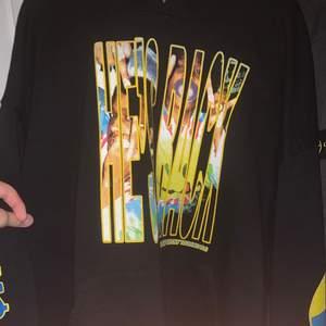 Säljer min Asap rocky hoodie från Injured generation tour 2019, köpte den här på plick i somras. På touren kostade den runt 1 000kr men säljer den för 500 (exklusive frakt)❤️❤️ Den är i strl M men passar L och såklart mindre också. Skriv för fler bilder.