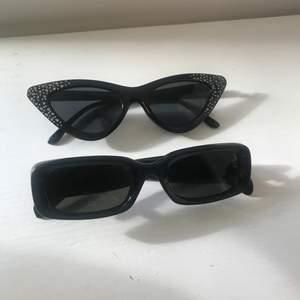 Säljer mina jättecoola solglasögon då de tyvärr aldrig har kommit till användning. :( De är köpta på glitter för ca. ett år sedan och säljs inte längre. Nypris per solglasögon är 80kr. 💘 Kontakta mig gärna vid frågor eller ifall du vill ha fler bilder! 💞😋 ❗️De rektangulära är sålda❗️
