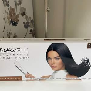Plattång by Kendall Jenner som ny 500kr