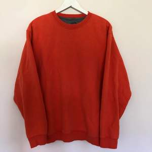 Vintage Blank Sweatshirt från Mta Sport. Den är i storlek Karge och har en fin Orange färg. Vintage skick med inga defekter.
