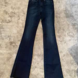 Mörk blåa bootcut/Flare jeans från Diesel. Storlek W25-L34. Endast provade! Nypris 1199kr☺️
