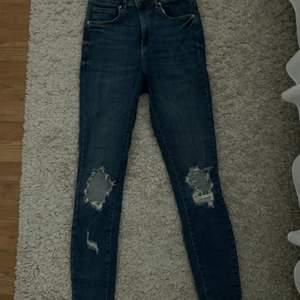 As snygga högmidjade jeans som passar Perfect.
