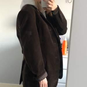 Snygg brun blazer som jag köpt på second hand! Bra skick💖 köpare står för frakt