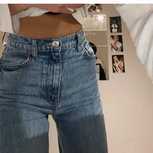 Vida jeans från zara, storlek 32, säljes pga inte använder längre, lånade bilder från förra ägaren. Fint skick
