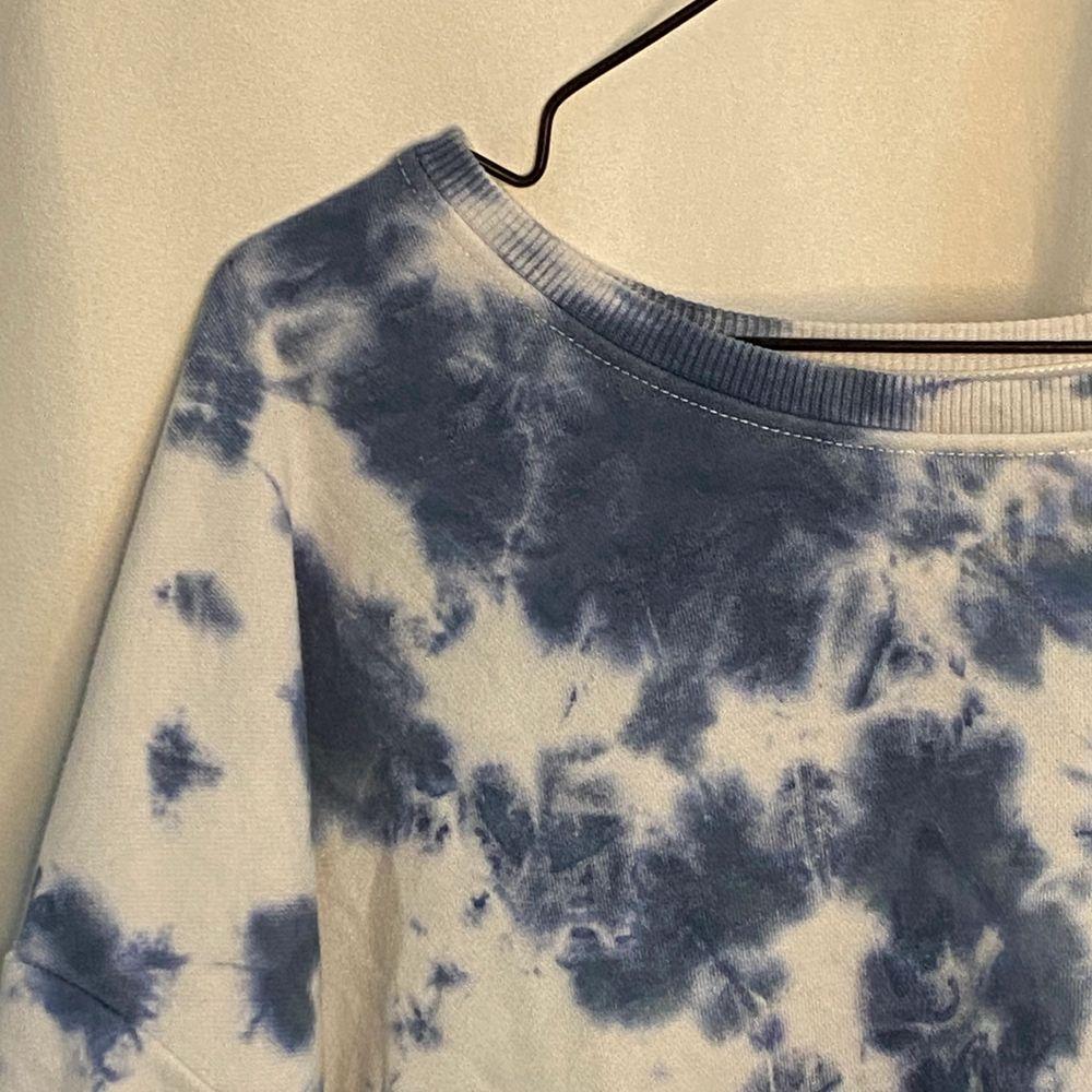 Supersnygg och trendig tie dye sweatshirt! I jättebra skick!. Huvtröjor & Träningströjor.