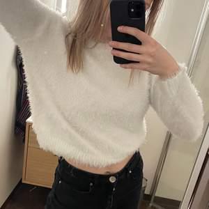 Jättemysig tröja från H&M i storlek XS. Knappt använd!