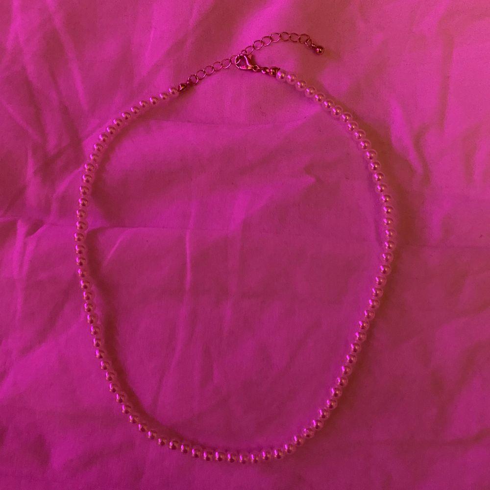 Fint halsband (obs första bilden är inte min)🥰. Accessoarer.