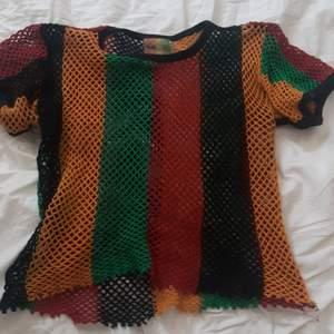 Svincool nät tshirt i rasta hippie färgerna ♡ För alla söta hippies där ute. Bob Marley feeling.
