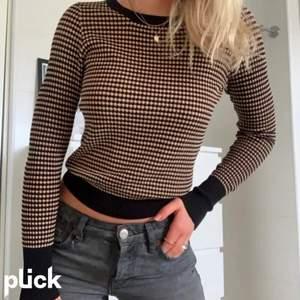 Säljer min väldigt fina tröja från Zara och bilden är lånad från annan användare. Endast använd några få gånger så inget tecken på använd
