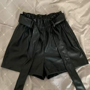 Oanvända shorts i skinnimmitarion! Köpta från GinaTricot 😋 Frakt tillkommer! ✨