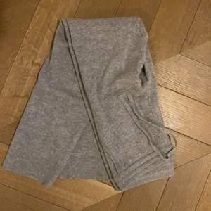 Cashmere byxor från Eric Bompard!! Dom är nästintill nya och sååååå fina!! Storlek S! Säljer för 400❤️❤️❤️