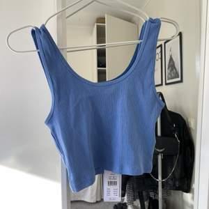 Superfint blått linne från Gina💙💙 aldrig använt med lappen kvar💙 köp för 124 inklusive frakt💙 skriv vid frågor eller köp, först till kvarn