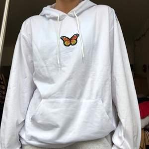 SUPERSÖTA HOODIES!!!🦋  Stor fjäril: 350kr. Liten fjäril: 300kr. Vid efterfrågan säljs även svarta hoodies. Säljs i: X small, Small, Medium, Large. Frakt: 55kr🦋🦋🦋🦋🦋🦋🦋🦋🦋🦋🦋🦋🦋🦋
