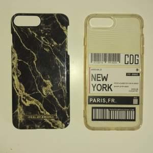 Skal till iPhone 8 Plus! Använder inte längre för har fått ny mobil. Det finns en marmor svart o guld som har lite skador men inte illa. Den andra är en genomskinlig som det står new york på som är i nyskick. Skriv privat om ni vill se fler bilder eller har fler frågor! 🌸