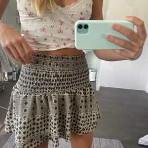 Funderar på att sälja min super snygga kjol från hm, i nyskick! Perfekt till sommaren och fester💗💗 säljer endast vid bra bud💗