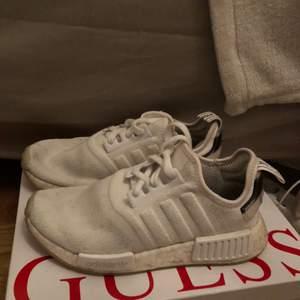 Jag säljer dessa fina sneakers i modell Adidas Nmd som är köpa från Jd sports, knappt använda. Kan både mötas och frakta! Storlek 37