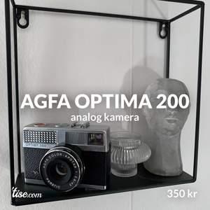 skitfin analog kamera från 1969, funkar perfekt. Har du ingen är det ett måste!! funkar fint som prydnad också🦋 spårbar frakt 66kr