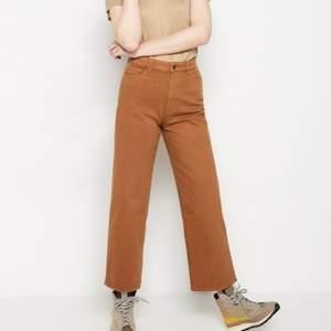 Orangebruna jeans från Lindex. Köpta i somras men tyvärr för små nu. I strl 34 🌸