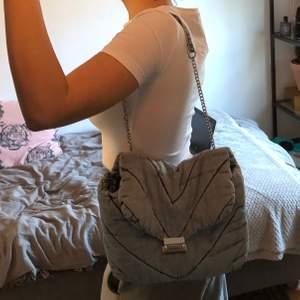 Väska från zara i jeansmaterial