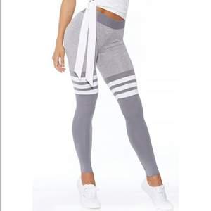 Säljer leggings från Bombshell sportswear i storlek S. Pris. 450kr + frakt. Betalning sker via Swish. Jag skickar med posten. Referenser finns från mina tidigare köpare. Skicka PM vid intresse. ♡