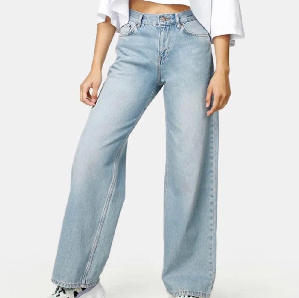Säljer dessa 2 junkyard jeans eftersom jag inte använder dem längre. Jätte fint skick på allihopa och bra kvalite💓 kontakta mig vid frågor❤️❤️. Jeans & Byxor.