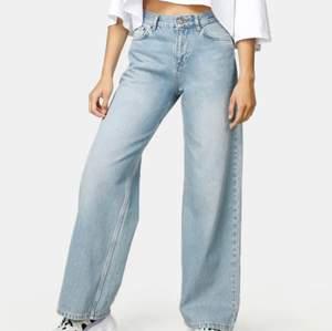 Säljer dessa 2 junkyard jeans eftersom jag inte använder dem längre. Jätte fint skick på allihopa och bra kvalite💓 kontakta mig vid frågor❤️❤️