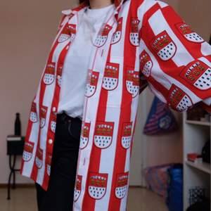 Feeet skjorta från bcn!! Står ingen storlek men skulle säga M/L!! Kan mötas upp i sthlm alt står köparen för frakt (62kr) 🌞🌞