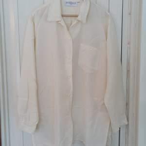 Skjorta i 100% silke/siden material