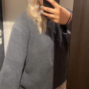Grågrön tröja från zara, aldrig använd ⚡️👍🏼