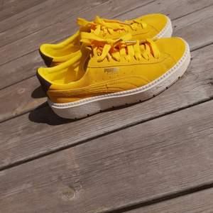 Fint skick och sällsynta Puma suede, gula sneakers.🌱🌺